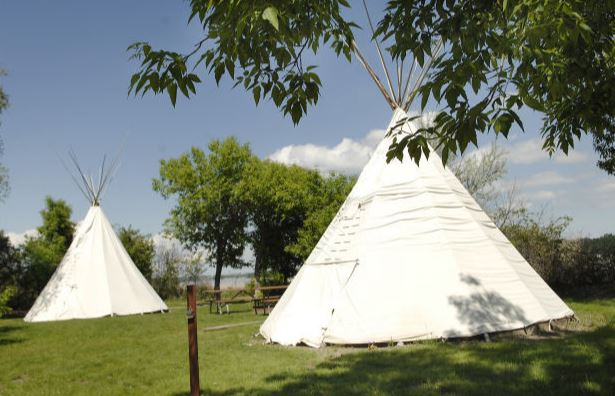 Fort Lincoln tipis